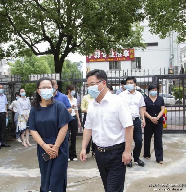 儿童节前夕市领导亲切慰问东城街道中心幼儿园