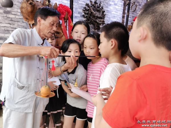 学习体验钉秤技艺——人民小学园丁校区三八班暑期实践活动